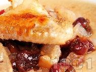 Печено пиле с бекон и вишни